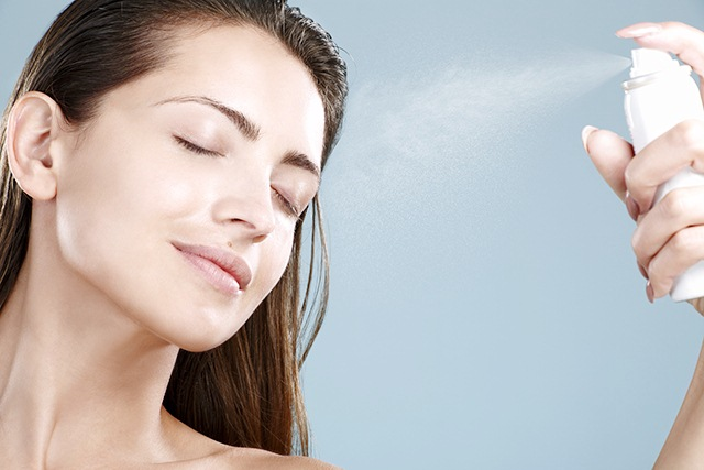 Homemade-Makeup-Fixing-Spray